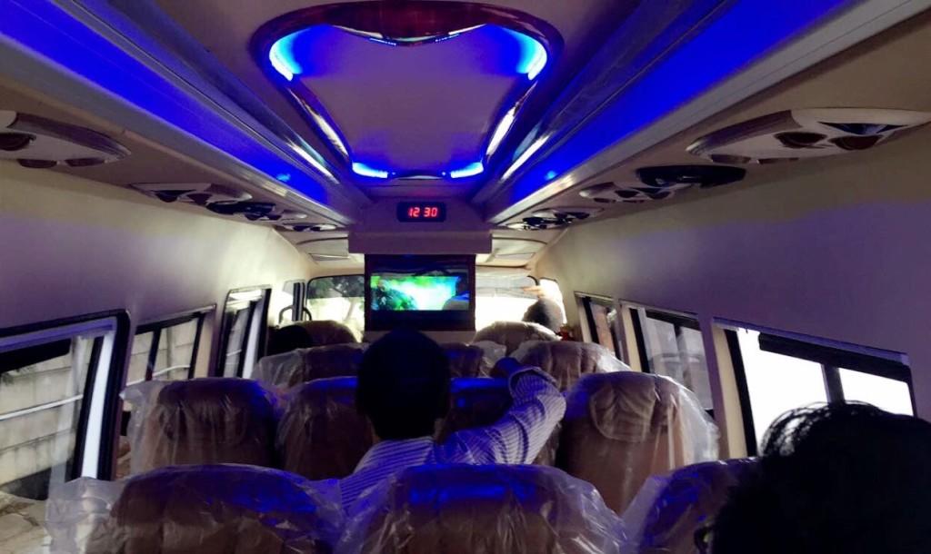 Interior Minibus Elf 19 Seat